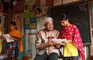 This Sept. 4, 2012 photo provided by the Bangladesh Rural Advancement Committee shows Sir Fazle Hasan during a visit to the BRAC School in the Karail slum in Dhaka, Bangladesh. (Photo: Bangladesh Rural Advancement Committee via AP)