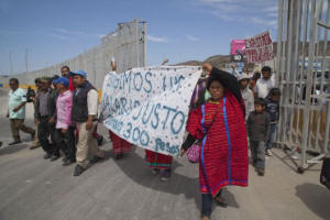 Indigenous Triqui women lead the march of striking farm workers as it arrives at the fence at the Mexico-U.S. border. Photo: David Bacon