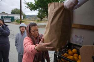 hollister_migrant_worker_food