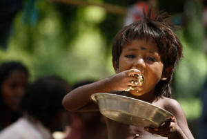 indian_child_eating
