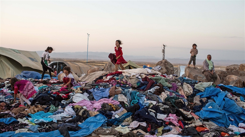 iraq_refugee_children_search_for_clothes
