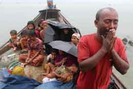 Rohingya refugees from Myanmar refused entry by border guards in Bangladesh in 2012. Photo: © Anurup Titu/IPS