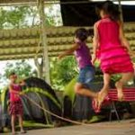 Girls skip rope in the camp where they are staying in the town of Caluco, in western El Salvador, in makeshift accommodations on a basketball court. Photo: Inter Press Service
